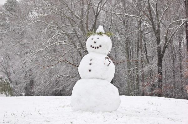 Как правильно лепить снеговика из снега