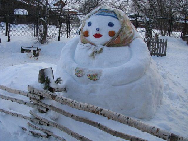 Как сделать снежную бабу из снега своими руками
