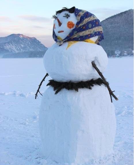 Как сделать снежную бабу из снега