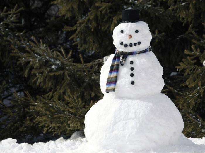 Как слепить из снега снеговика своими руками