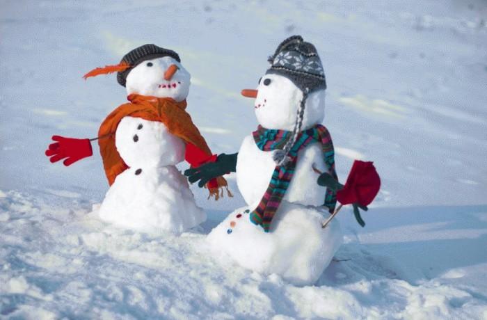Как слепить красивого снеговика из снега