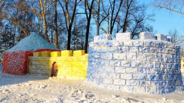 Как слепить красивую снежную крепость своими руками