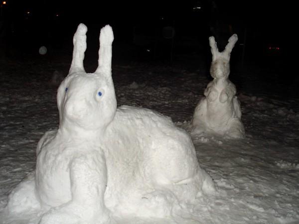 Заяц из снега своими руками