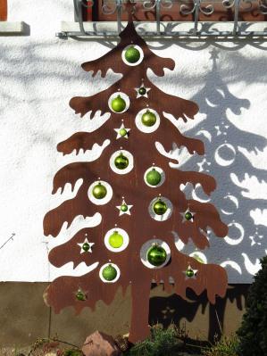 Елка из дерева для украшения двора