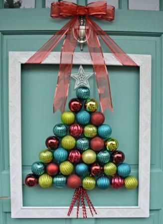 Елочные игрушки для украшения двери на Новый год