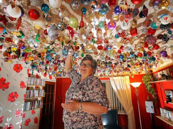 Елочные игрушки для украшения потолка на Новый год