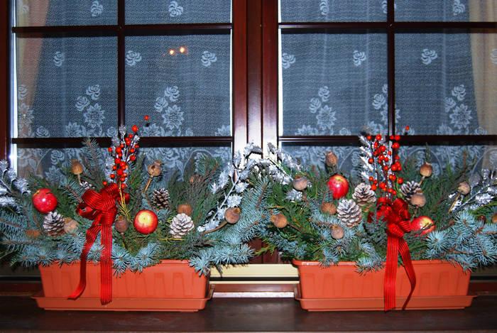 Как красиво украсить подоконник к Новому году
