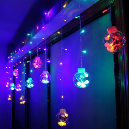 Как оригинально украсить окно гирляндой на Новый год
