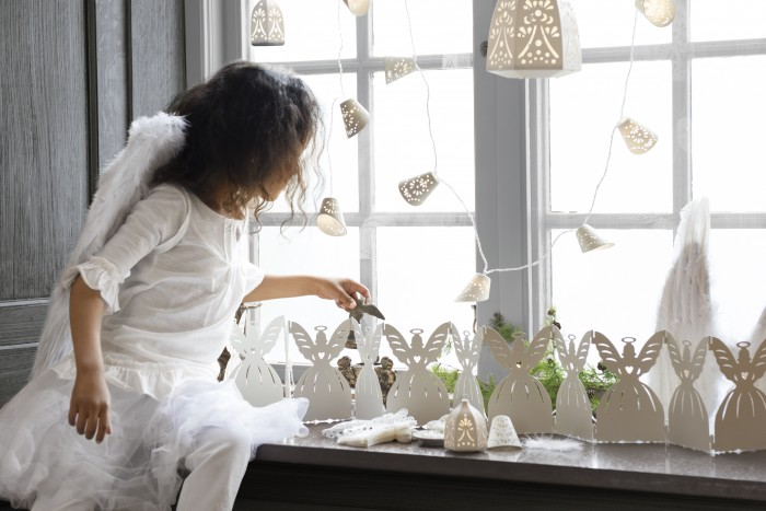 Как оригинально украсить подоконник к Новому году