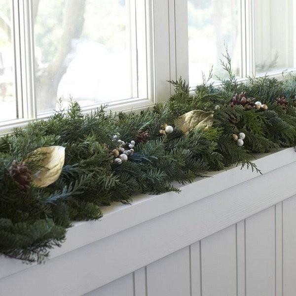 Как стильно украсить подоконник к Новому году
