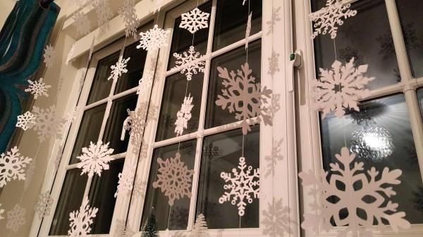 Как украсить окна к Новому году 2018