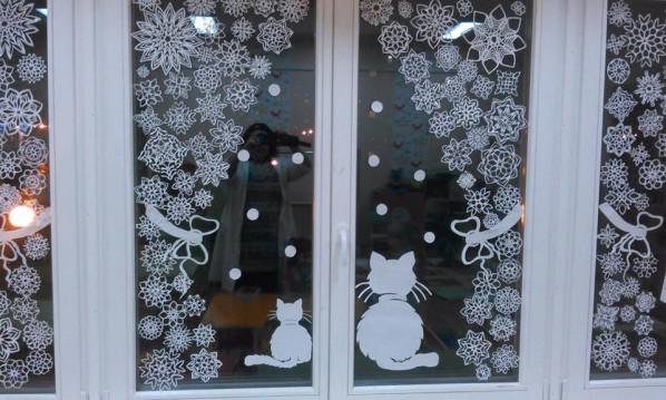 Как украсить окна снежинками на Новый 2018 год