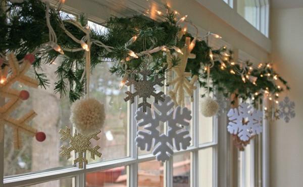 Как украсить окно гирляндой на Новый год