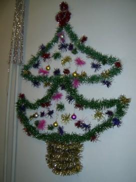 Как украсить стену мишурой на Новый год