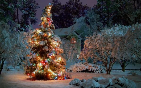 Как украсить уличную елку на Новый год