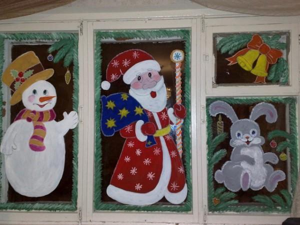 Красивая роспись окна на Новый год в детском саду
