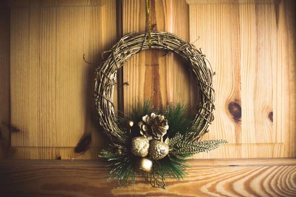 Новогоднее украшение дома в год Желтой Собаки