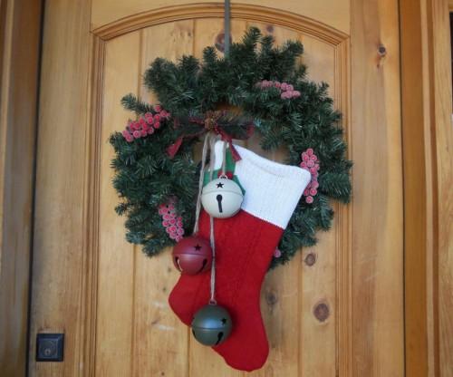 Новогодний носок для украшения двери