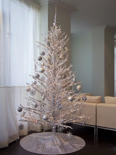 Новогодняя елка в стиле модерн