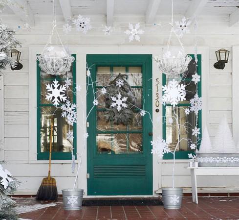Снежинки для украшения двери