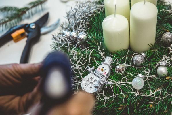 Свечи для украшения дома к Новому году