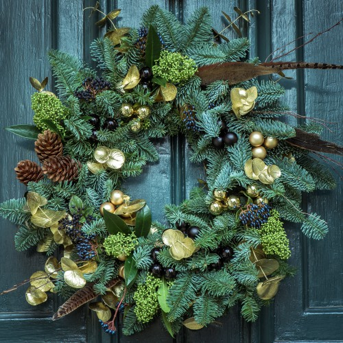 Украшение дома к Новому году венком