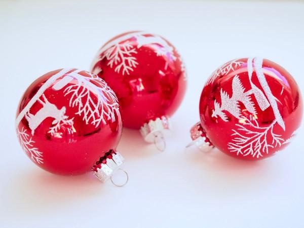 Украшение окон шарами к Новому году