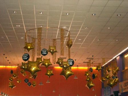 Украшение потолка шарами